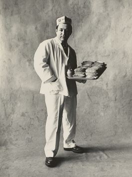 Irving Penn, Hot dog seller, New York, 1951