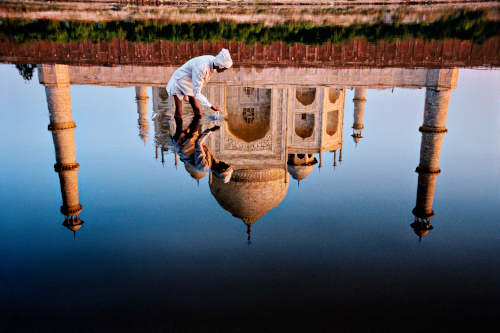 Reflection of the Taj Mahal, Agra, Uttar Pradesh, India, 1999 © Steve McCurry