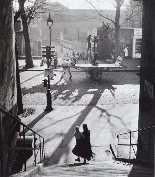 Willy Ronis - Avenue Simon Bolivar, Paris, 1950 © Willy Ronis