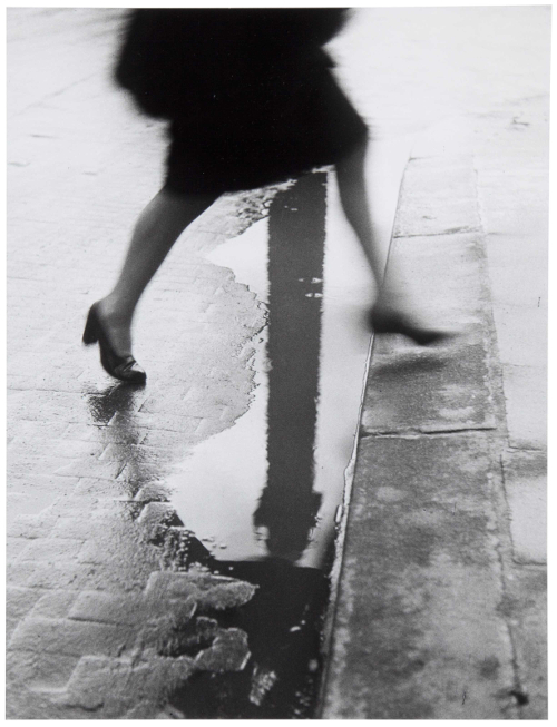 Willy Ronis - Pluie, place Vendome, 1947