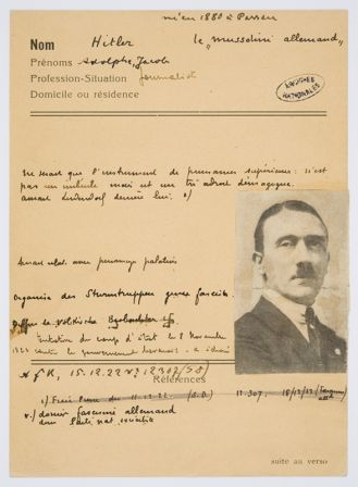 fiche Hitler. Archives Nationales.